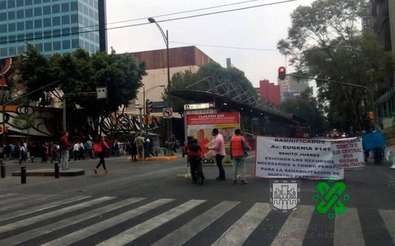Damnificados del 19S mantienen bloqueo en avenida Insurgentes