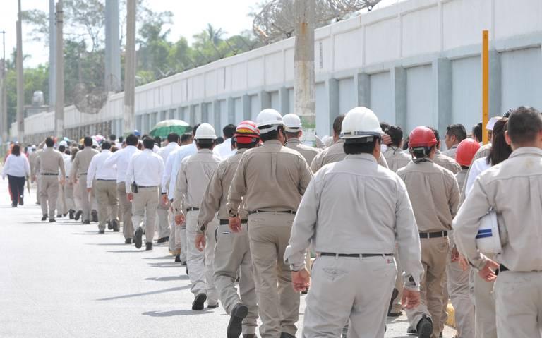 Despiden a trabajadores involucrados en fraude de becas en Pemex