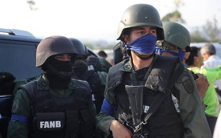 ¿Qué significa la cinta azul que están usando los militares en Venezuela?