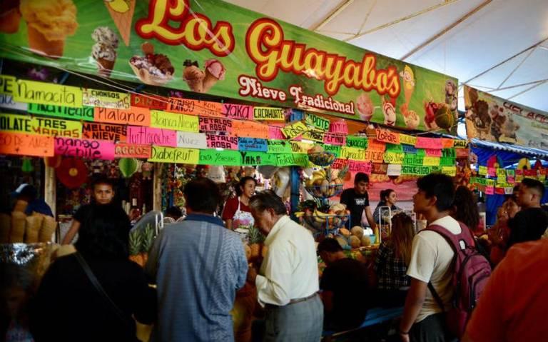 De limón o víbora, en la Feria de la Nieve de Tulyehualco encuentras de todos sabores