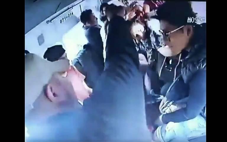 [Video] Ladrones asaltan combi y ¡los sorprende retén de policía!