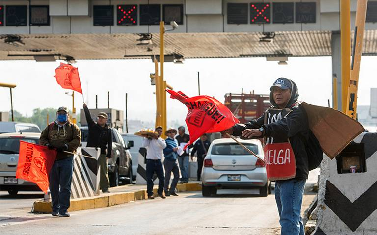 Por segundo día, manifestantes toman caseta México-Cuernavaca