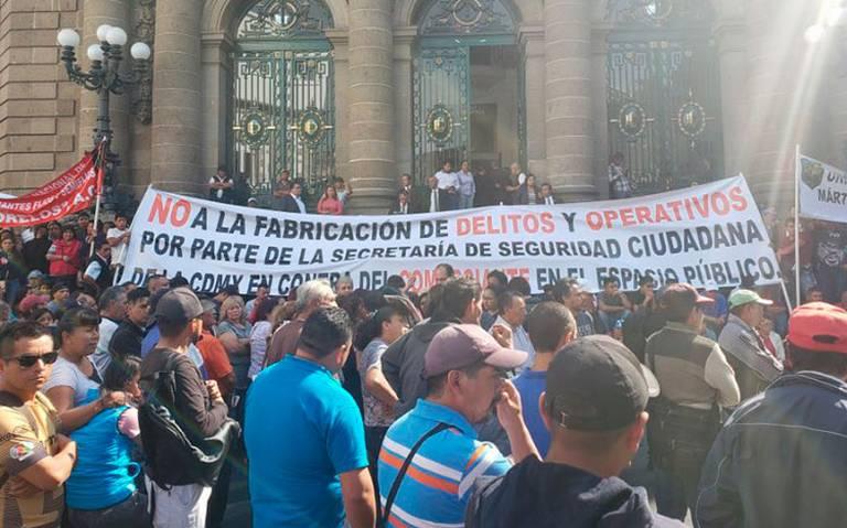 Taxistas y vendedores desatan trifulca en Congreso de CDMX