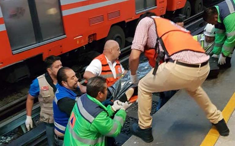 Policía auxiliar fallece tras ser aventado a vías del Metro; hay un detenido