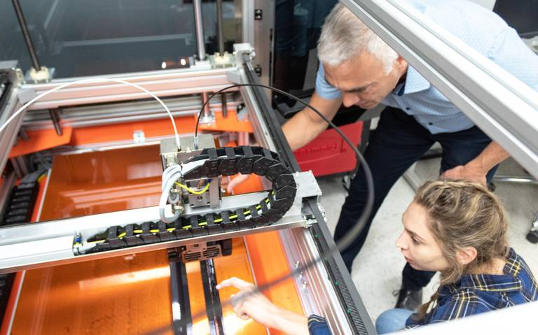 Canoo revela prototipo de vehículo eléctrico