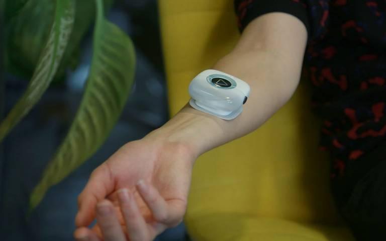 """Alistan dispositivo que se """"conecta"""" al brazo para tratar el cáncer"""