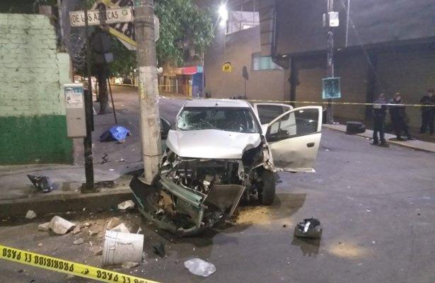 Huía de la policía y terminó estampado contra poste en Aragón