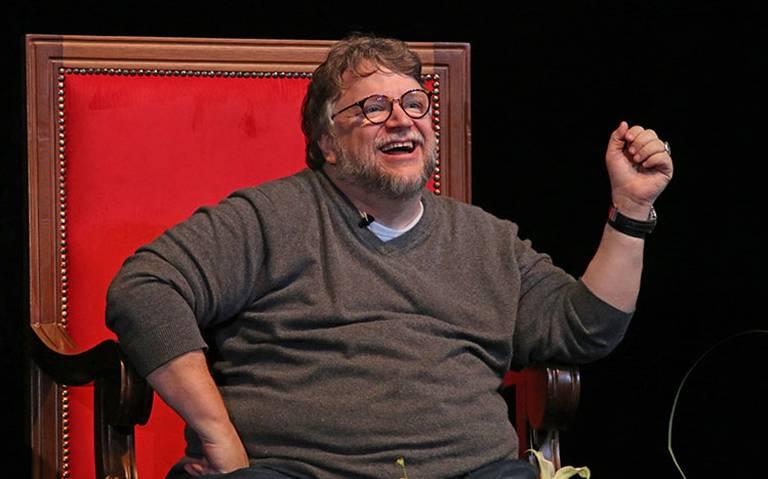 ¡San Guillermo del Toro! Ahora ofrece pagar boletos de avión a estudiantes mexicanos