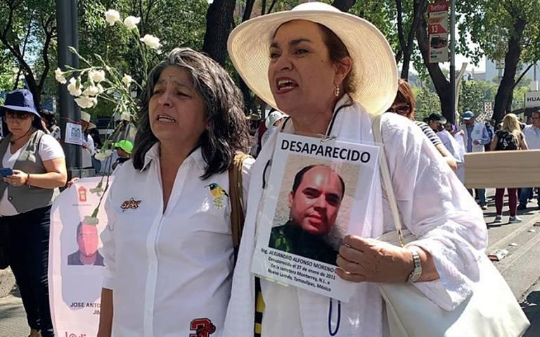 Madres de desaparecidos marchan hacia el Ángel de la Independencia