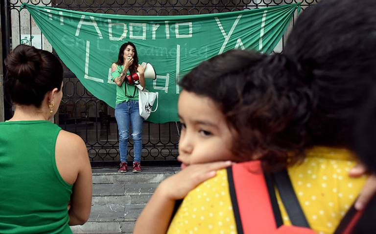 """""""Hay que pensar antes de abrir las piernas"""", dice diputado de Morena en Puebla sobre el aborto"""