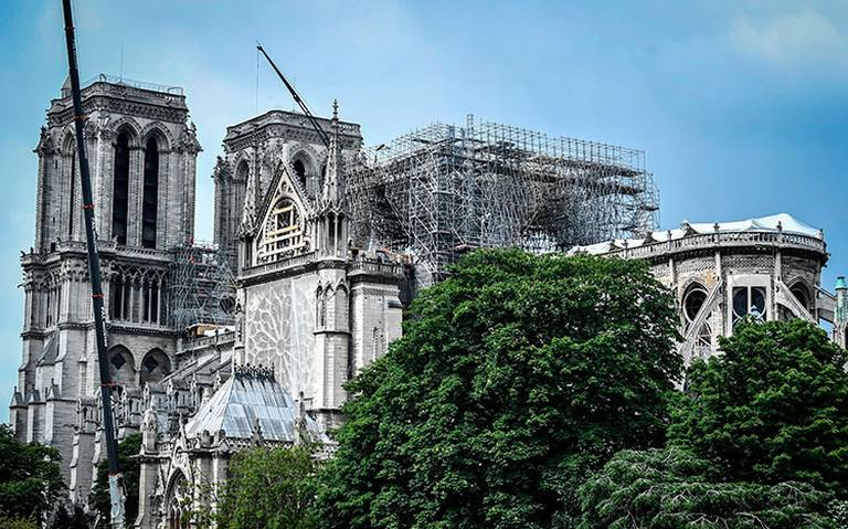 Hallan la estatua de un ángel de la bóveda de Notre Dame