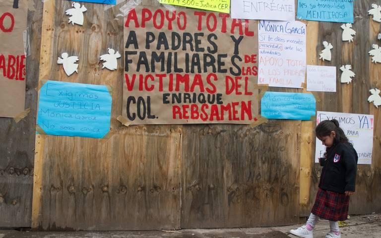 Directora del Colegio Rébsamen, Mónica Villegas, se entrega a las autoridades