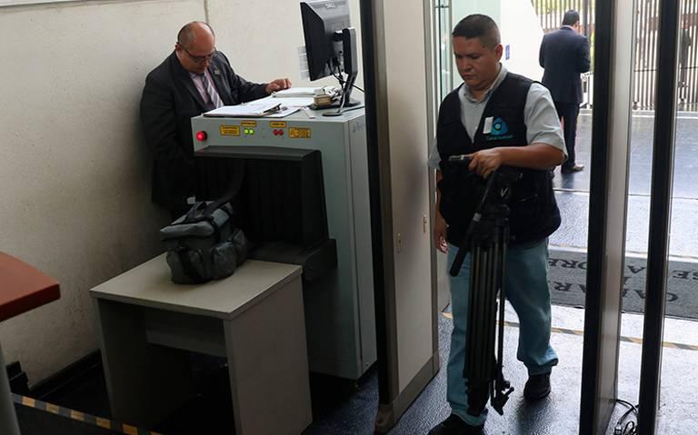 Intensifican seguridad en Senado por libro bomba contra Citlali Hernández