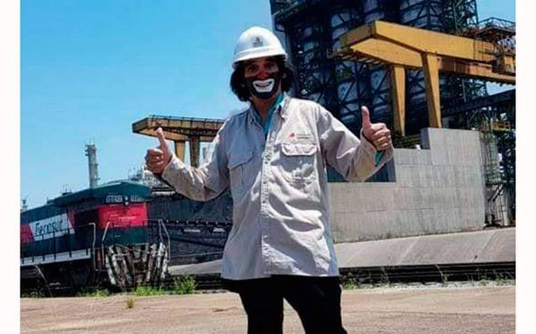 ¿Cepillín se olvida de la feria? Visita refinería de Minatitlán y agradece a AMLO