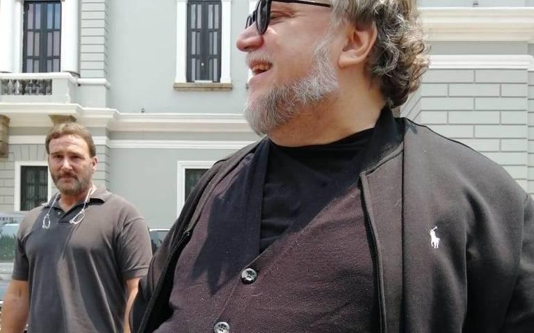 Llega Guillermo del Toro a Guadalajara y revisa su exposición
