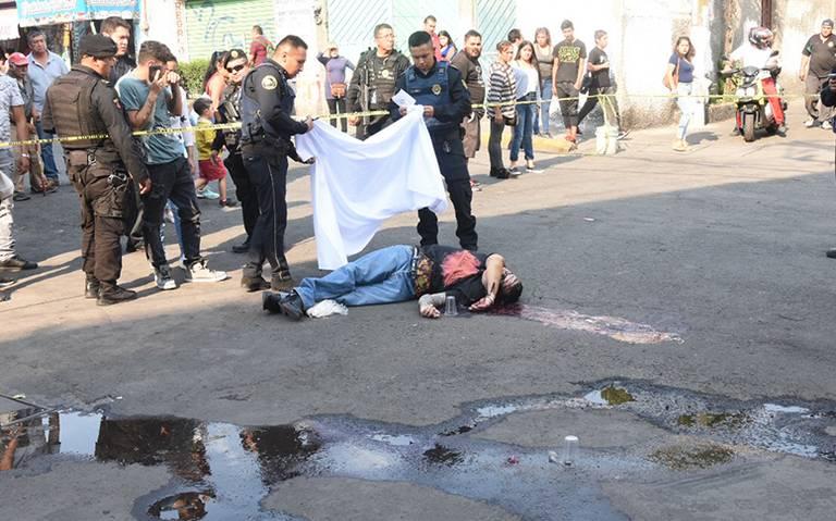 Le meten 12 tiros y escapan por calles de Cuautepec