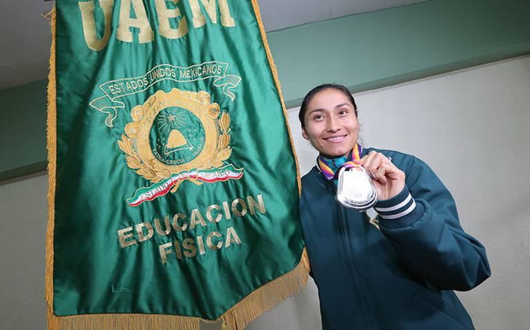 Lupita González seguirá con beca vitalicia a pesar de suspensión