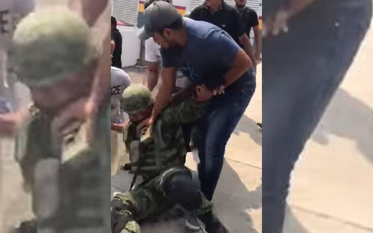 Golpean y desarman a soldados en La Huacana, Michoacán