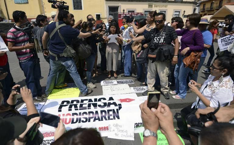 AMLO pide que paren asesinatos de periodistas