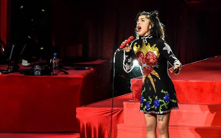 Mon Laferte emocionó a su público en Guadalajara