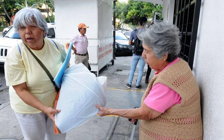 Entre incertidumbre, abuelitos esperan la pensión del Bienestar