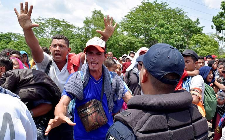 México cede a exigencias de EU; blinda frontera sur