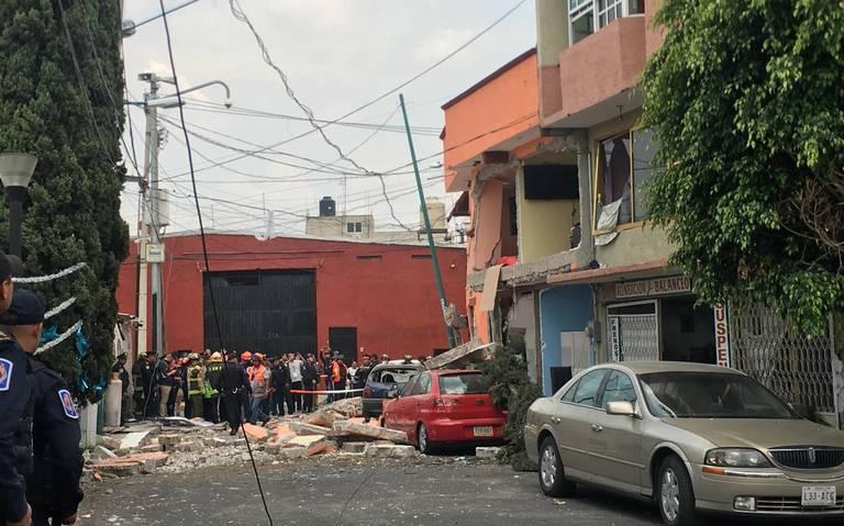 Explota casa por acumulación de gas en Iztacalco