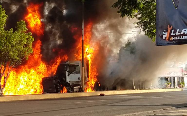 Tráiler sin frenos choca y se incendia en la México-Cuautla