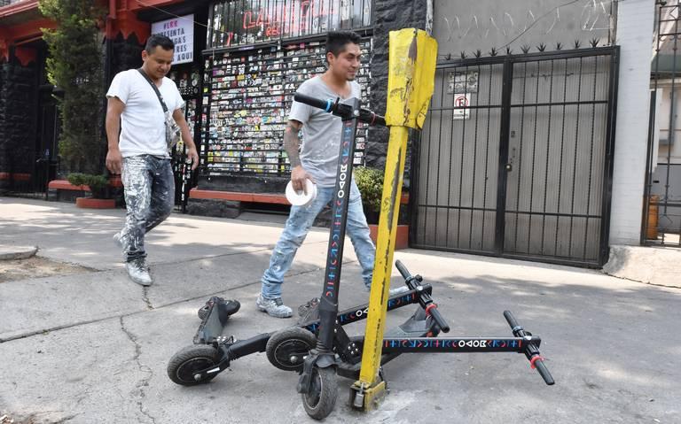 Empresas se lanzan contra Semovi por monopatines y bicicletas sin anclaje