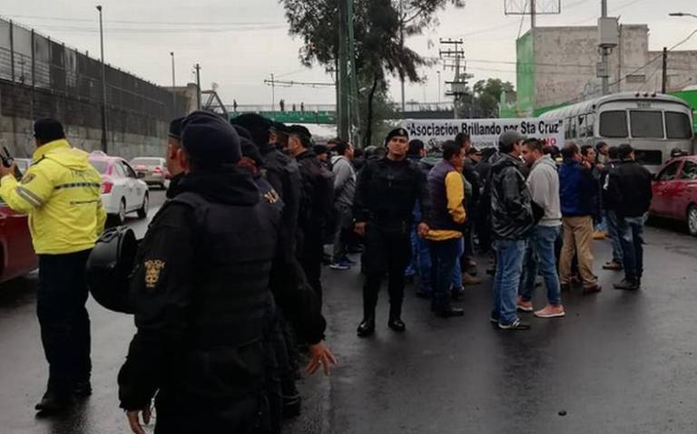 Autoridades de CDMX piden dialogar a tianguistas en Iztapalapa