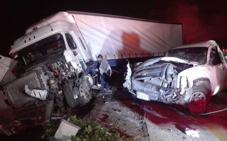 Brutal accidente colapsa la autopista México-Querétaro; seis lesionados