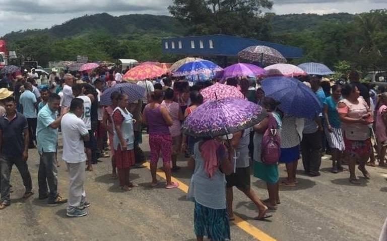 Liberan a seis servidores de la Nación, retenidos por campesinos en Tecoanapa
