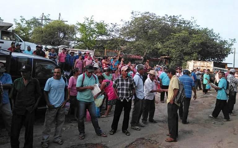 Urgen sacar todo el abono de las bodegas en Guerrero