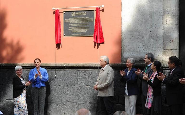 Para conmemorar Día de Libertad de Prensa, AMLO devela placa Paulino Martínez