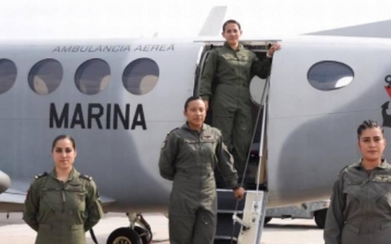 Marina crea primera tripulación aérea integrada por mujeres