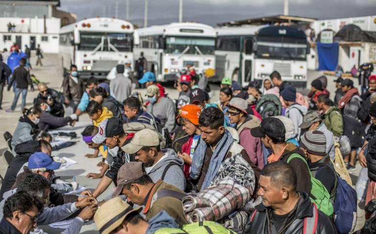AMLO ofrece trabajo a migrantes, pero no muestran interés