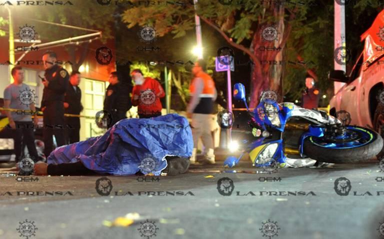 Microbusero embiste a motociclista en Coyoacán