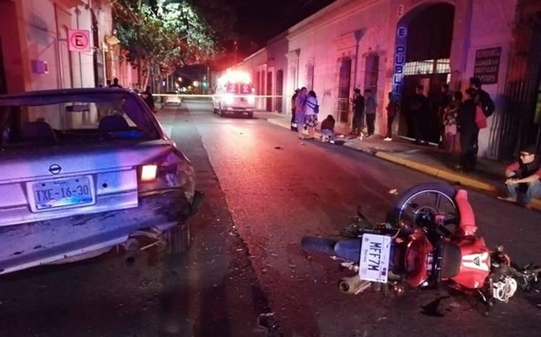 Muere motociclista al impactarse contra auto en Oaxaca