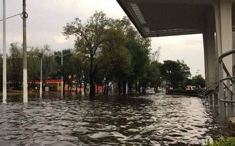 Lluvia deja inundaciones en vía pública de Tlaquepaque y Zapopan