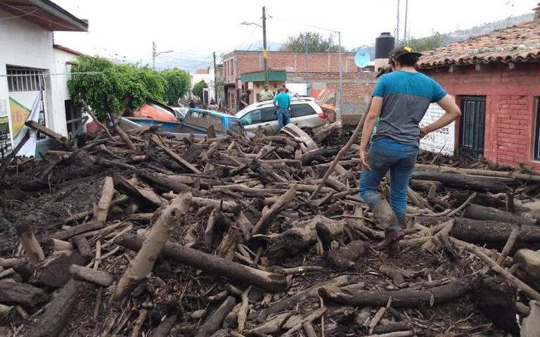 Desbordamiento de río deja muertos, desaparecidos y miles de afectados en San Gabriel