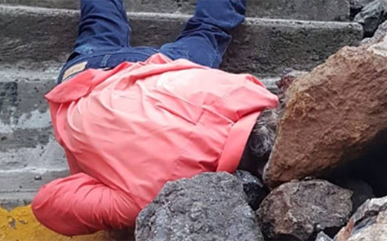 Paso mortal costó la vida a un desafortunado en escalera de Ecatepec