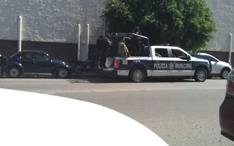 Marinos vigilan a la policía de Acapulco