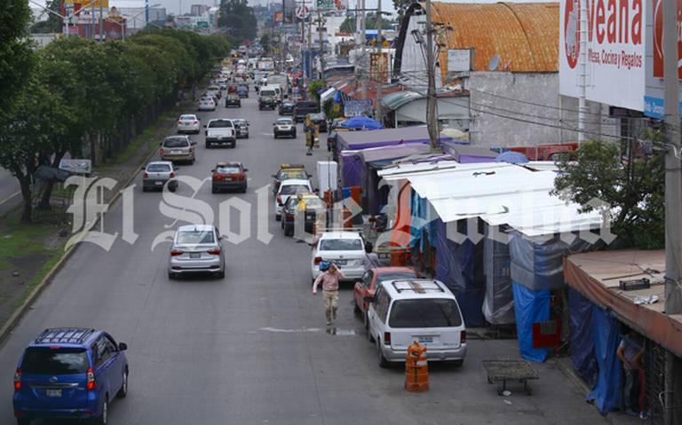 Ambulantes se apoderan de las banquetas en la zona de la CAPU