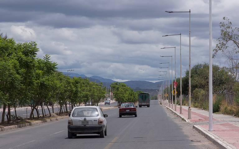 Cambian luminarias en Paseo Centenario