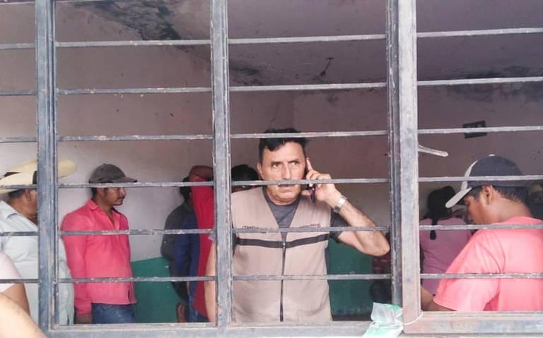 Campesinos retienen al subdelegado de programas federales de Tierra Caliente