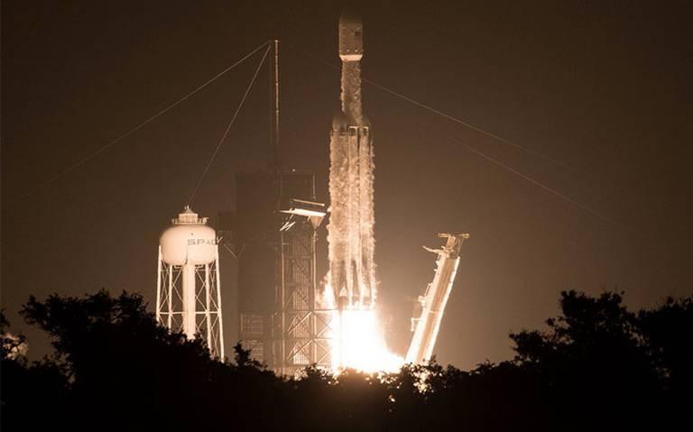 SpaceX lanza al espacio el Falcon Heavy con 24 satélites y cenizas de 152 personas