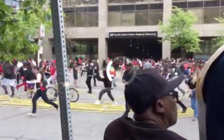 Tiroteo en festejo de los Raptors en Toronto deja un herido y dos detenidos
