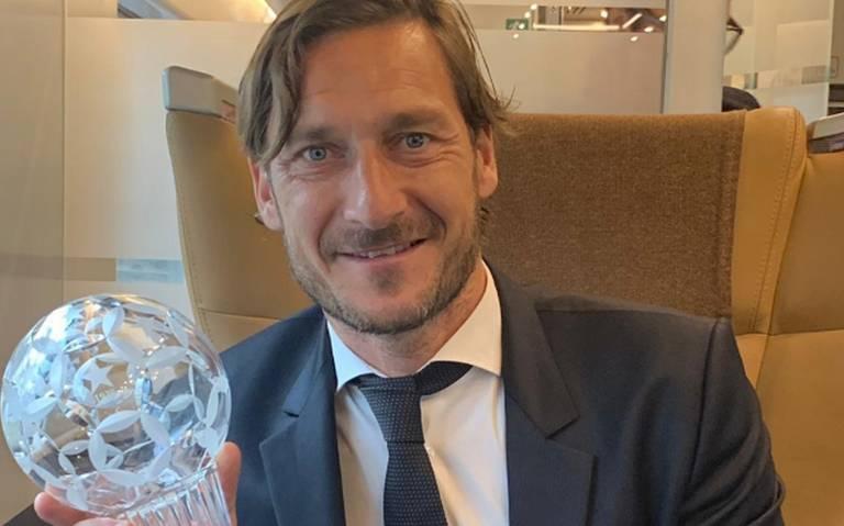 Soy una carga para el equipo: Totti renuncia como directivo en la AS Roma