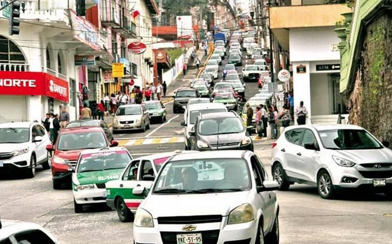 Parque vehicular de Xalapa pasó de 70 mil a 200 mil en 20 años: alcalde