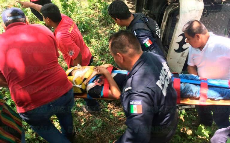 Autobús cae a barranco en Veracruz; hay 11 heridos